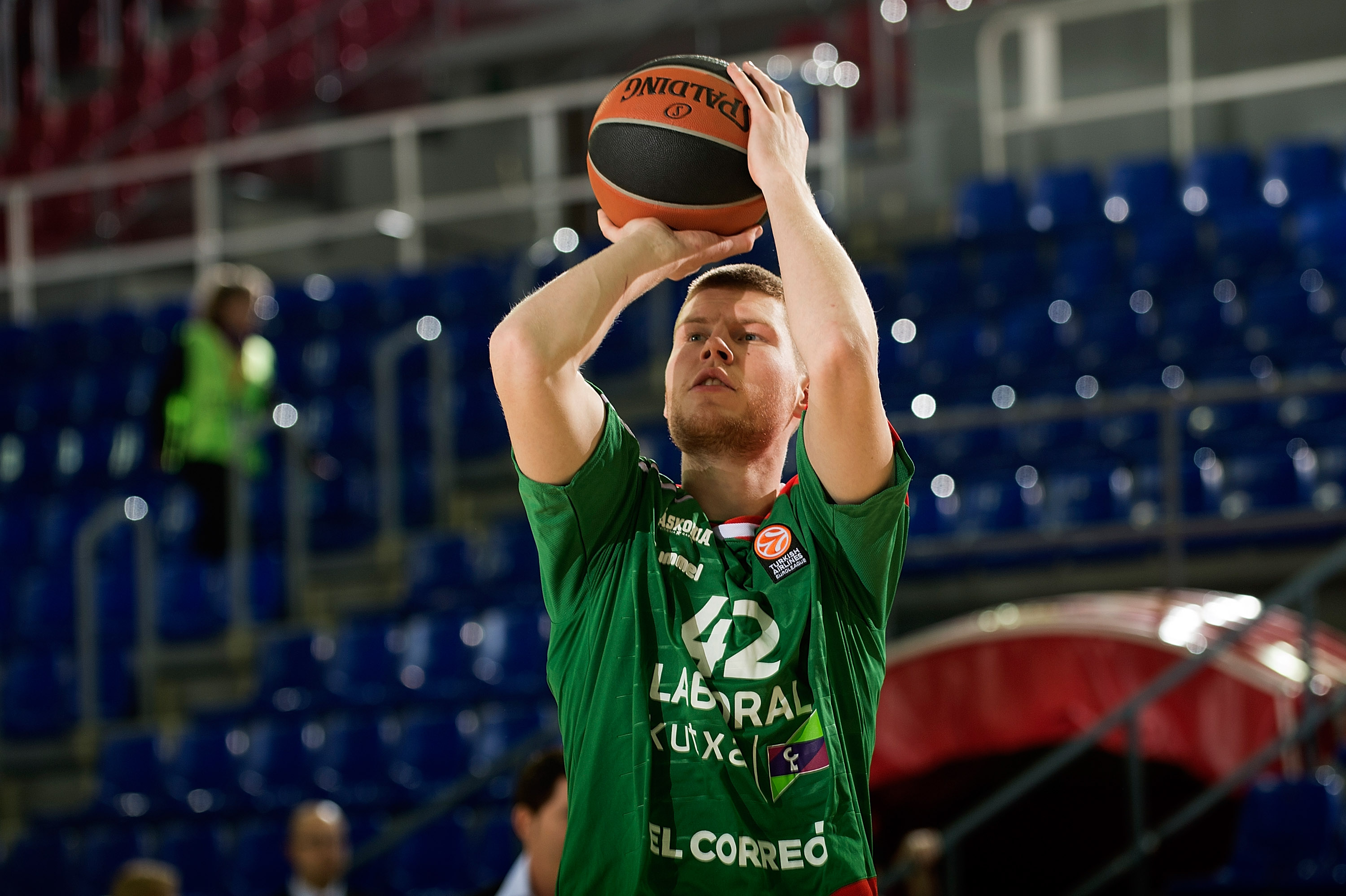 BARCELONA, SPAIN - JANUARY 29:  Davis Bertans, #42 of Laboral Kutxa Vitoria Gasteiz warm up before the match the Turkish Airlines Euroleague Basketball Top 16 Round 5 game between FC Barcelona Lassa v Laboral Kutxa Vitoria Gasteiz at Palau Blaugrana on January 29, 2016 in Barcelona, Spain.  (Photo by Rodolfo Molina/EB via Getty Images)